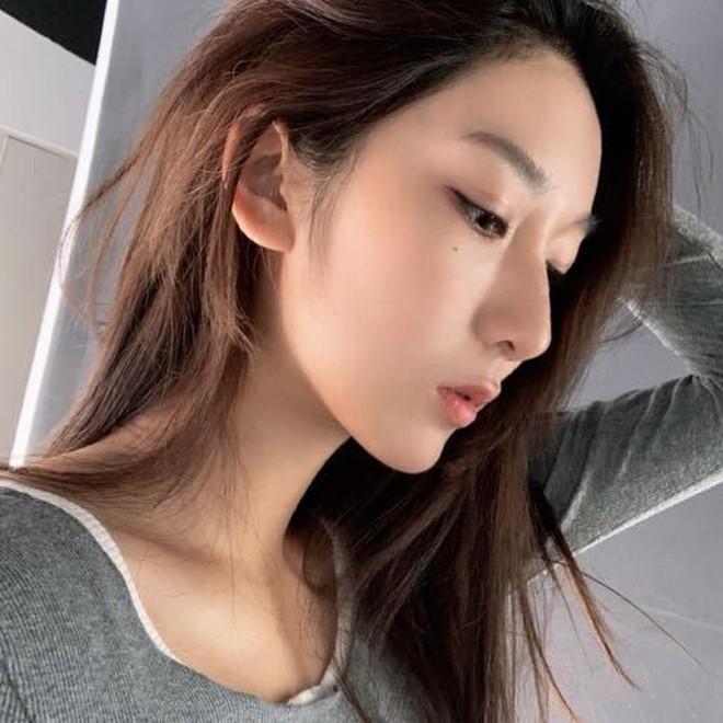"""Hot girl 19 tuổi khiến Ngô Diệc Phàm thân bại danh liệt: Sinh viên trường danh giá top đầu Trung Quốc, visual xuất sắc nhưng bị nghi """"dao kéo"""" - Ảnh 7."""