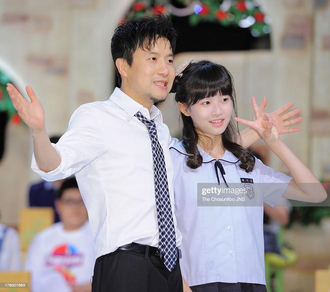 Hội idol con nhà nòi gia thế khủng: Chị cả T-ara nhà 6 người toàn sao nổi tiếng, bố của mỹ nhân TWICE là đầu bếp của Tổng thống - Ảnh 17.