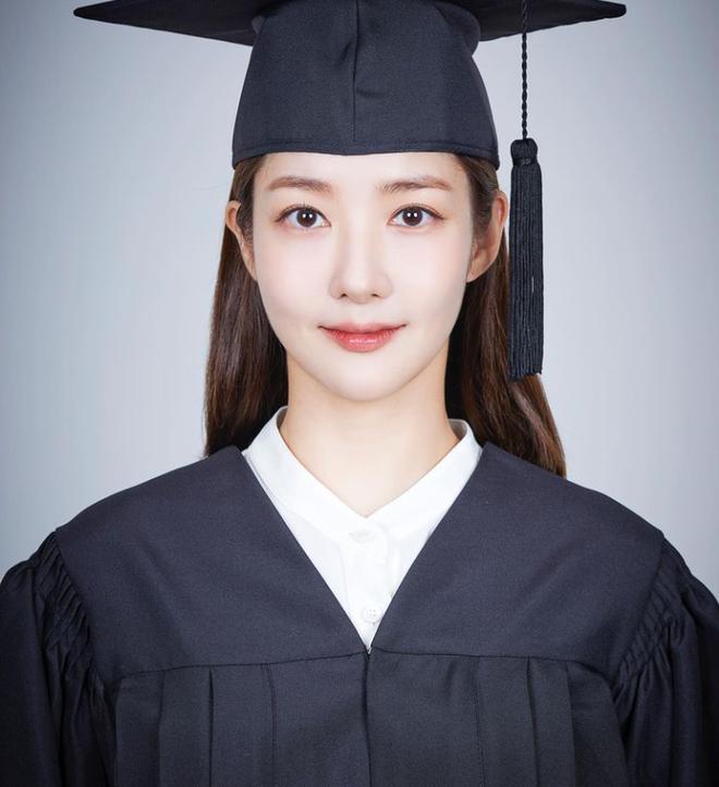 Park Min Young khoe tạo hình sinh viên trong phim đóng cặp với Song Kang, dân tình ngỡ ngàng: Chị không già đi hay sao? - ảnh 1