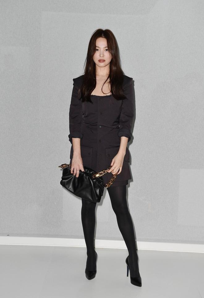 Bóc mẽ Song Hye Kyo: Ảnh thời trang khác hẳn đời thực với chiều cao gây lú, nhìn đôi chân mà haizzz - ảnh 6