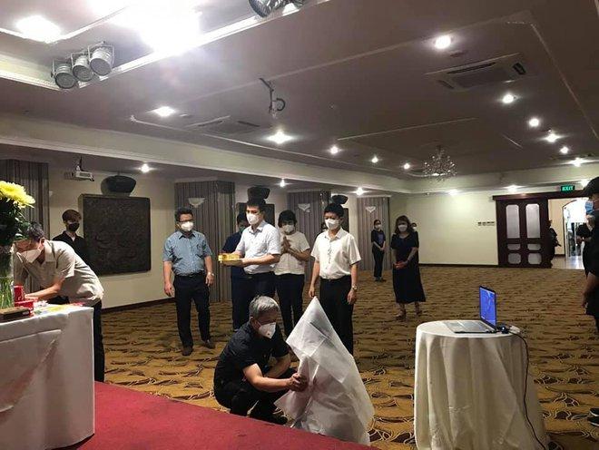 Hoàn cảnh éo le của gia đình nữ sinh Hải Dương 3 lần tình nguyện chống dịch, hiện đang chi viện tại TP.HCM không thể về chịu tang cha - Ảnh 1.