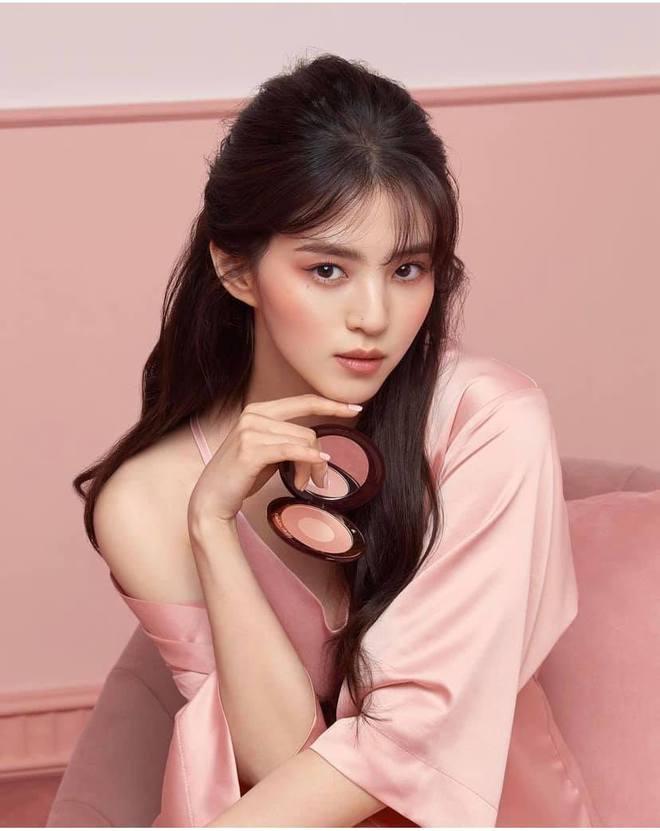 Sắc sảo lạnh lùng hay ngây thơ trong sáng mới hợp với Han So Hee, mời bạn phân định công tâm - ảnh 6