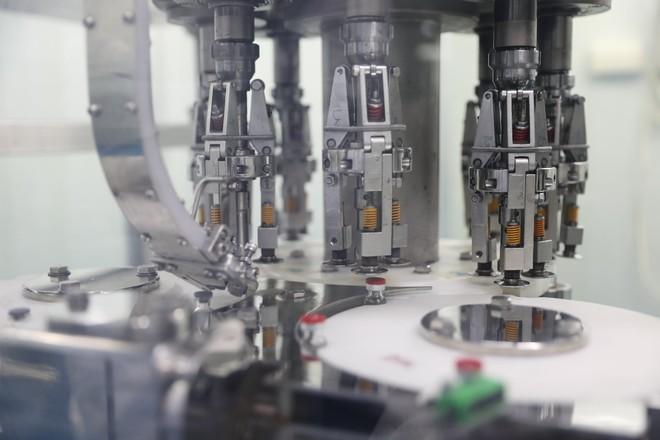 Ảnh: Cận cảnh quy trình gia công, đóng ống vaccine Sputnik V tại Việt Nam - Ảnh 4.