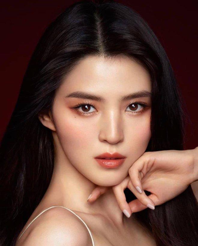 Sắc sảo lạnh lùng hay ngây thơ trong sáng mới hợp với Han So Hee, mời bạn phân định công tâm - ảnh 4
