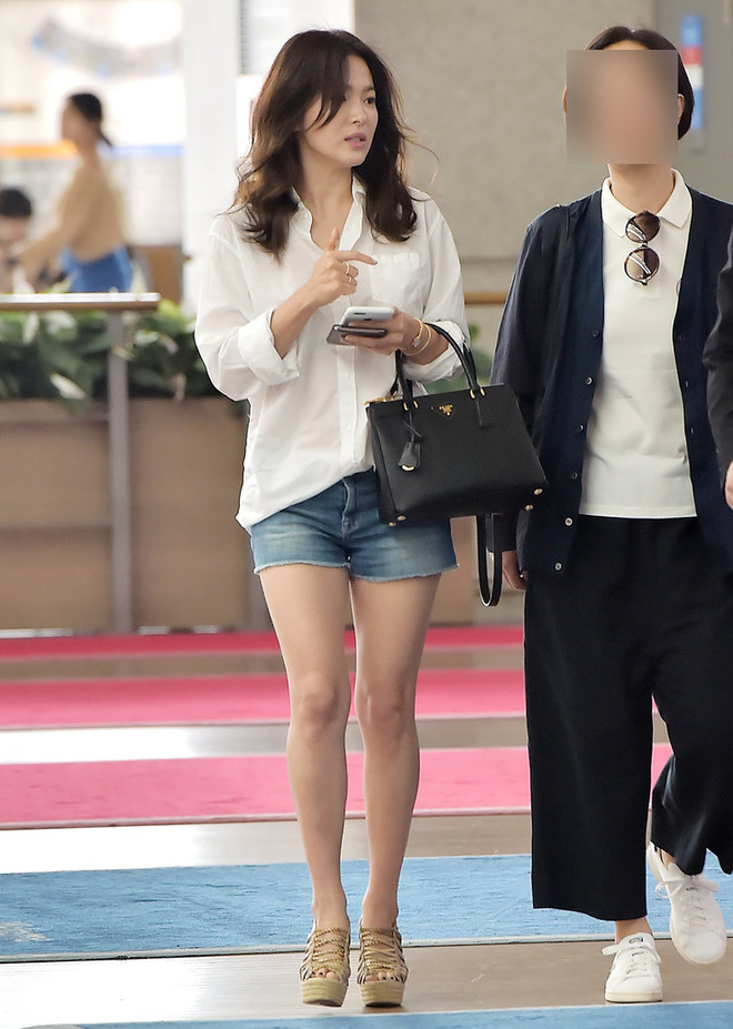 Bóc mẽ Song Hye Kyo: Ảnh thời trang khác hẳn đời thực với chiều cao gây lú, nhìn đôi chân mà haizzz - ảnh 16