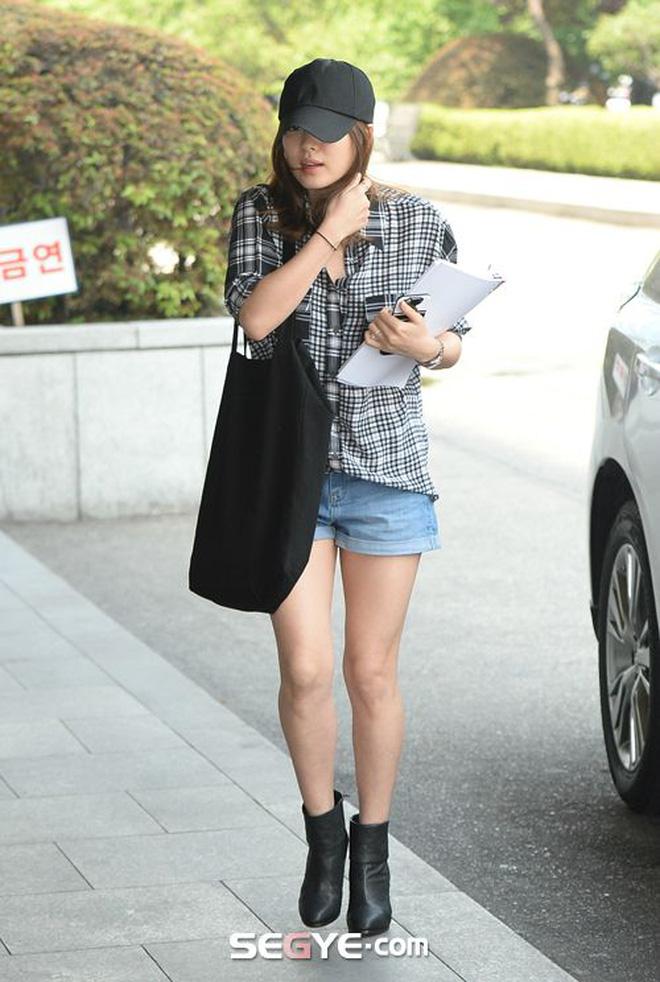 Bóc mẽ Song Hye Kyo: Ảnh thời trang khác hẳn đời thực với chiều cao gây lú, nhìn đôi chân mà haizzz - ảnh 12