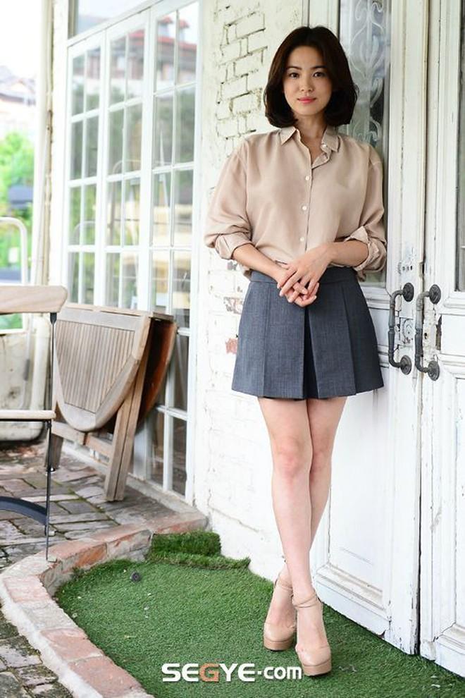 Bóc mẽ Song Hye Kyo: Ảnh thời trang khác hẳn đời thực với chiều cao gây lú, nhìn đôi chân mà haizzz - ảnh 21