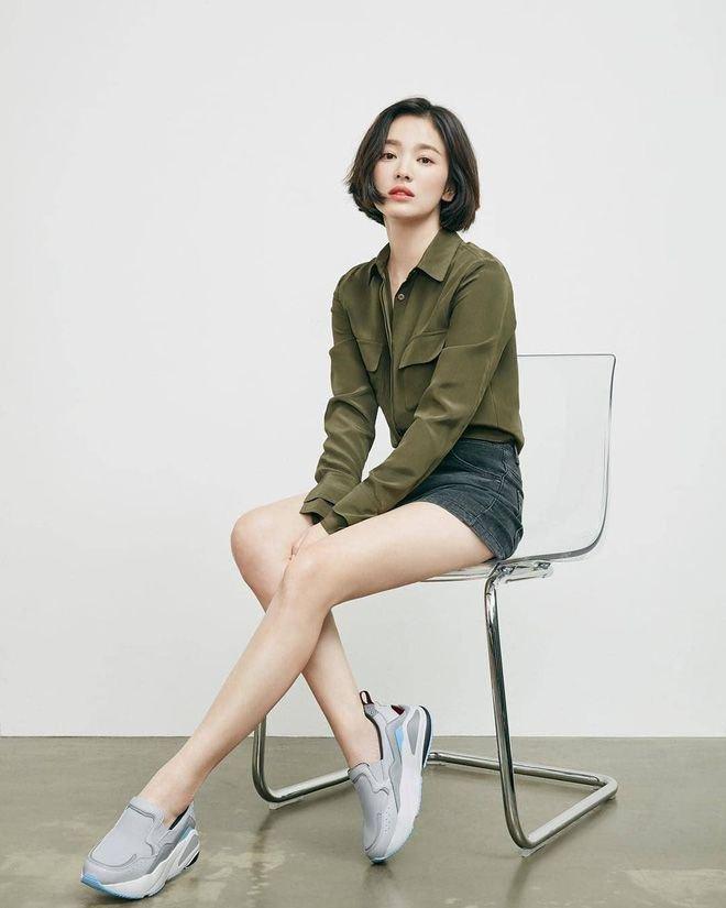 Bóc mẽ Song Hye Kyo: Ảnh thời trang khác hẳn đời thực với chiều cao gây lú, nhìn đôi chân mà haizzz - ảnh 26