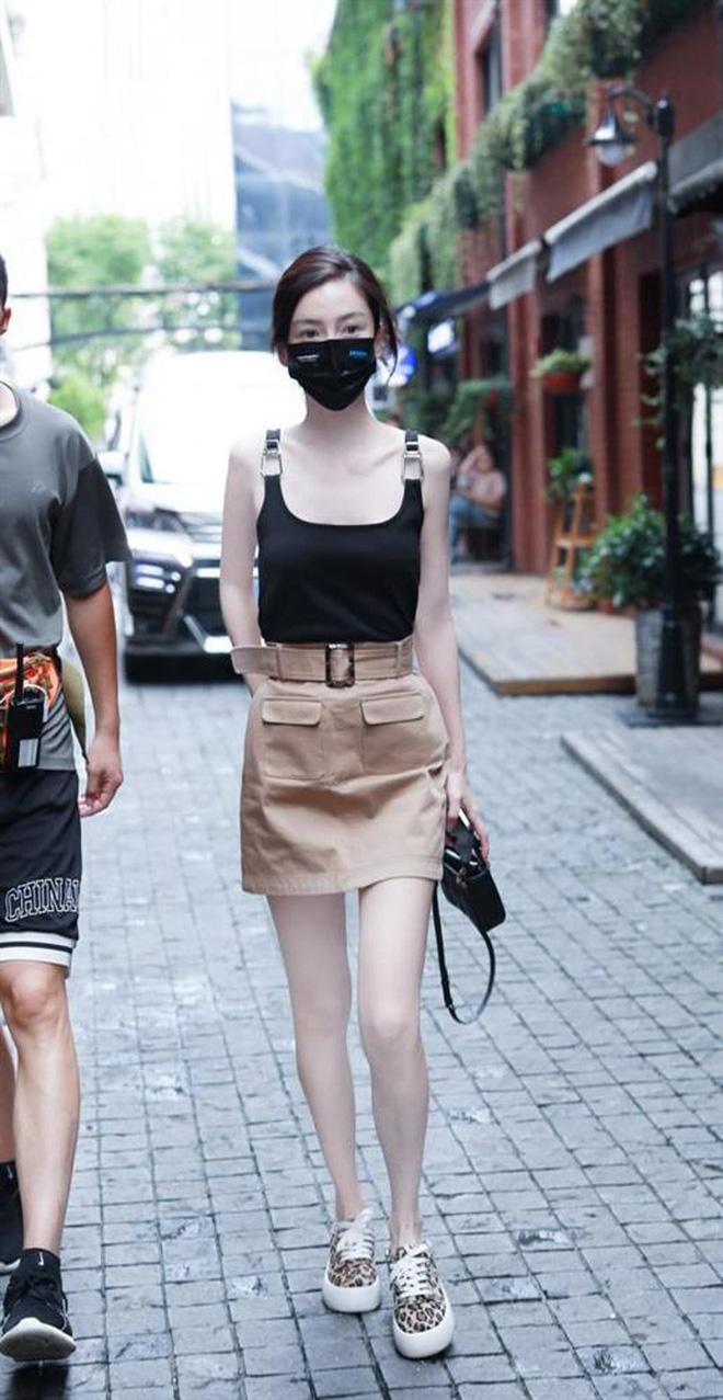 Sốc với visual của Angela Baby: Mặc áo 2 dây lộ cả xương ức, đôi chân tong teo đáng báo động - ảnh 5