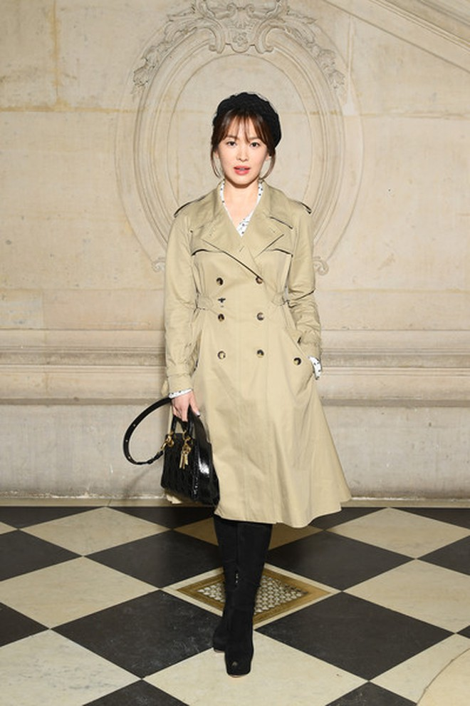 Bóc mẽ Song Hye Kyo: Ảnh thời trang khác hẳn đời thực với chiều cao gây lú, nhìn đôi chân mà haizzz - ảnh 13