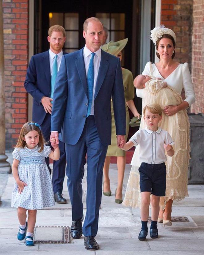 Công nương Kate luôn đeo 1 chiếc dây chuyền siêu giản dị, ý nghĩa đằng sau khiến ai nấy xúc động - ảnh 8