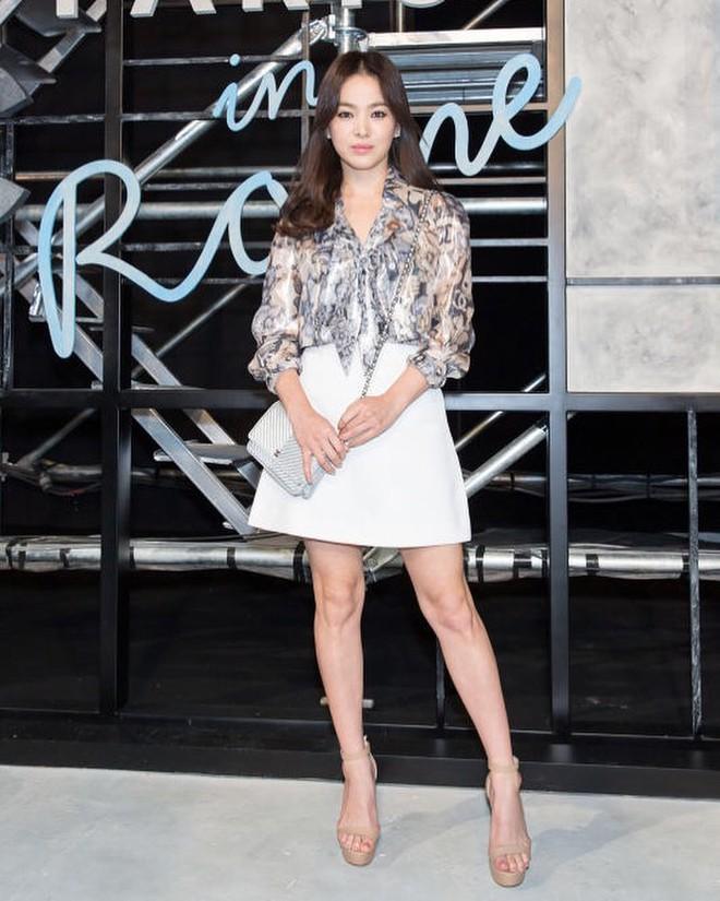 Bóc mẽ Song Hye Kyo: Ảnh thời trang khác hẳn đời thực với chiều cao gây lú, nhìn đôi chân mà haizzz - ảnh 10