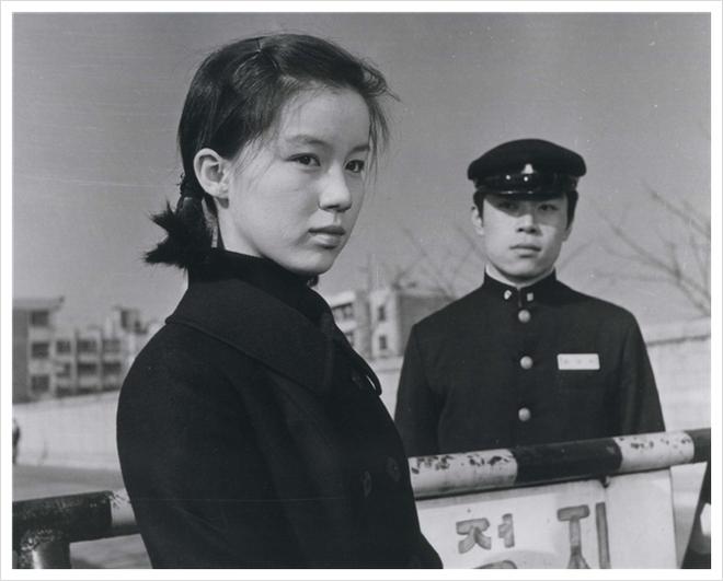 Không phải Son Ye Jin, đây mới là tình đầu quốc dân đời đầu xứ Hàn: Gia tài phim siêu khủng, U70 vẫn đẹp rạng rời - ảnh 4