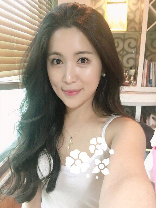 8 năm sau khi Wanbi Tuấn Anh qua đời, cuộc sống của bạn gái người Hàn Quốc hiện tại ra sao? - ảnh 17