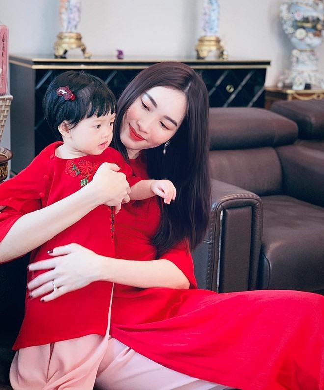 Ái nữ chỉ mới 3 tuổi nhà Đặng Thu Thảo tự tay làm bánh, nhìn thành quả cực xịn xò khiến mẹ mát lòng mát dạ - ảnh 4