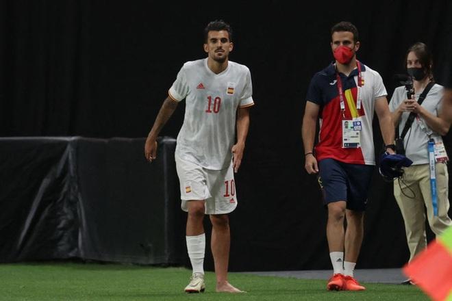 Rùng rợn: Cầu thủ Olympic Tây Ban Nha bẻ gập cổ chân sau tình huống vào bóng tai nạn - ảnh 6