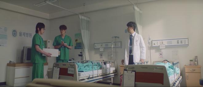 Hospital Playlist 2 tập 6: Hội F5 bóc phốt quá khứ đen tối, cặp đôi Vườn Đông chuẩn bị kết hôn? - ảnh 24