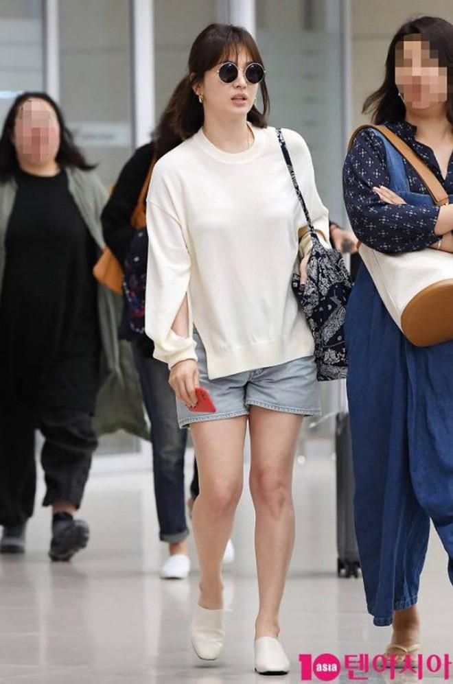Bóc mẽ Song Hye Kyo: Ảnh thời trang khác hẳn đời thực với chiều cao gây lú, nhìn đôi chân mà haizzz - ảnh 3