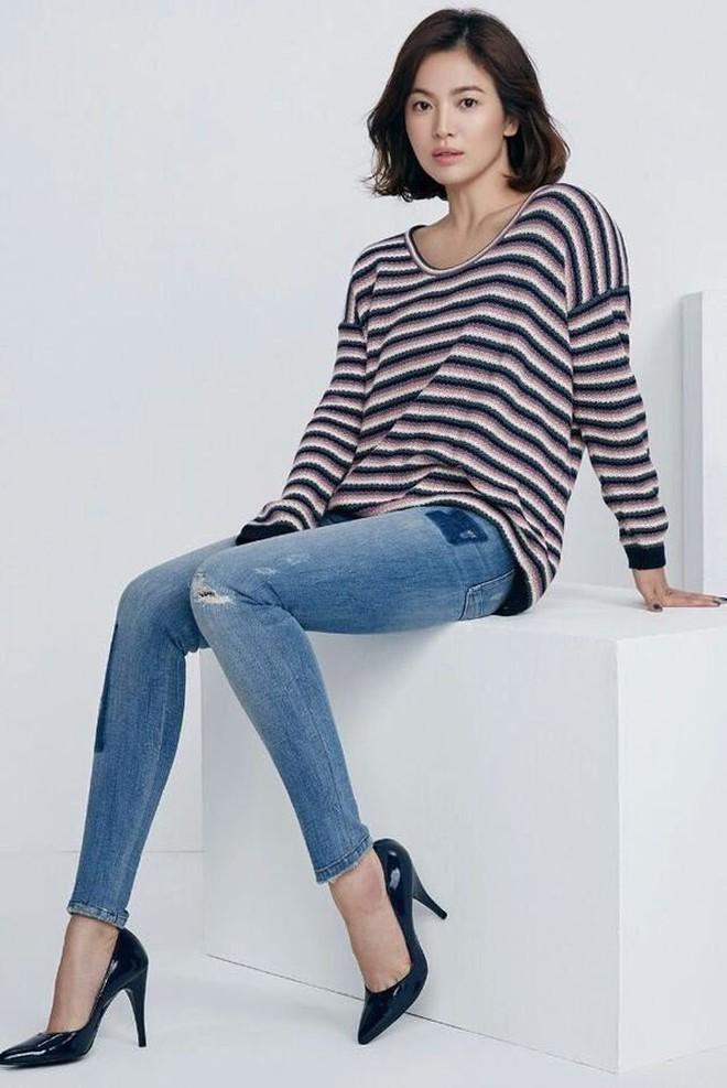 Bóc mẽ Song Hye Kyo: Ảnh thời trang khác hẳn đời thực với chiều cao gây lú, nhìn đôi chân mà haizzz - ảnh 23