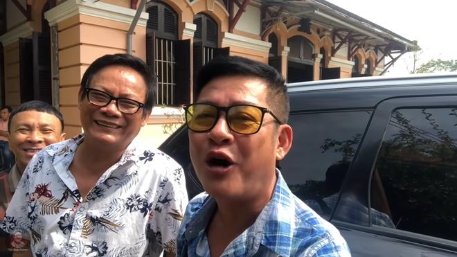Nghệ sĩ Tấn Hoàng nói về chuyện có biệt thự to, ở 12 căn nhà nhưng vẫn than nghèo kể khổ - ảnh 3