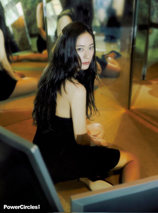 Chị em Jessica - Krystal lâu lắm mới đổ bộ tạp chí: Diện tông hắc hường khoe visual ngất lịm, mã gen này cần được duy trì! - ảnh 5