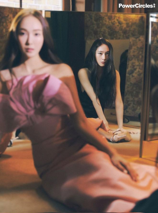Chị em Jessica - Krystal lâu lắm mới đổ bộ tạp chí: Diện tông hắc hường khoe visual ngất lịm, mã gen này cần được duy trì! - ảnh 4