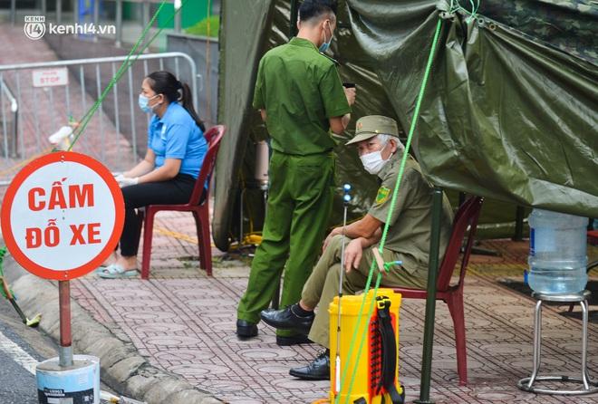 Ảnh: Dựng lều dã chiến, cách ly y tế chung cư ở Khu đô thị Ngoại giao đoàn - ảnh 5