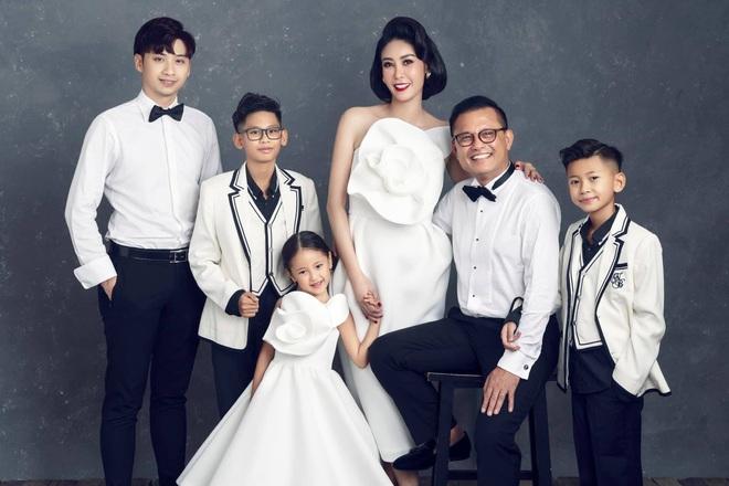 """Hà Kiều Anh kỉ niệm 14 năm ngày cưới sau ồn ào công chúa triều Nguyễn, visual cả nhà """"đỉnh chóp"""" nhưng có 1 điều gây tiếc nuối! - ảnh 4"""