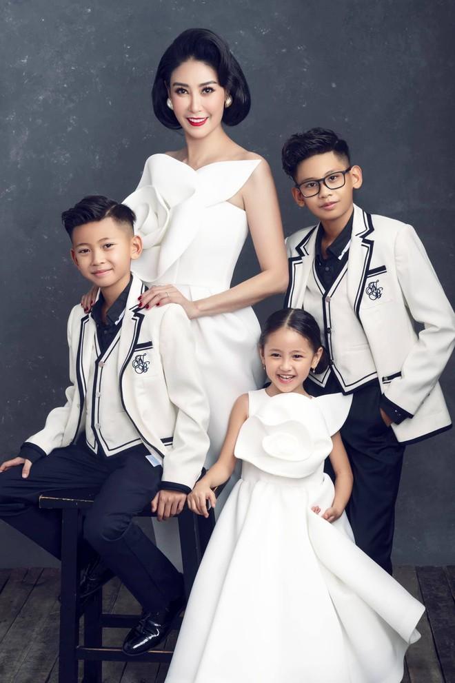 """Hà Kiều Anh kỉ niệm 14 năm ngày cưới sau ồn ào công chúa triều Nguyễn, visual cả nhà """"đỉnh chóp"""" nhưng có 1 điều gây tiếc nuối! - ảnh 5"""