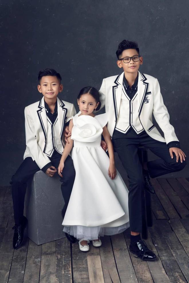 """Hà Kiều Anh kỉ niệm 14 năm ngày cưới sau ồn ào công chúa triều Nguyễn, visual cả nhà """"đỉnh chóp"""" nhưng có 1 điều gây tiếc nuối! - ảnh 6"""