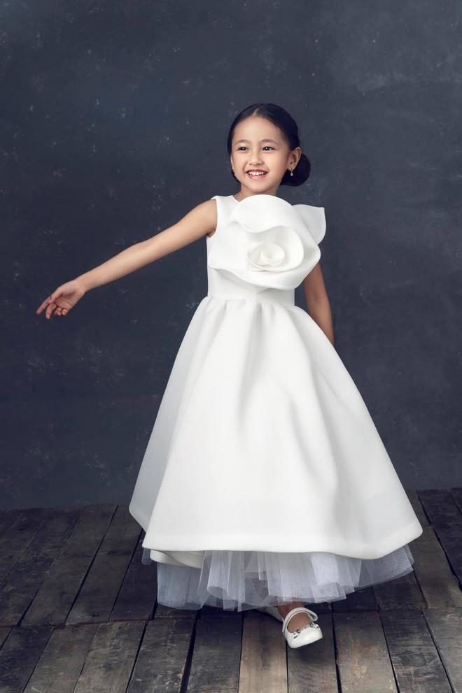 """Hà Kiều Anh kỉ niệm 14 năm ngày cưới sau ồn ào công chúa triều Nguyễn, visual cả nhà """"đỉnh chóp"""" nhưng có 1 điều gây tiếc nuối! - ảnh 8"""