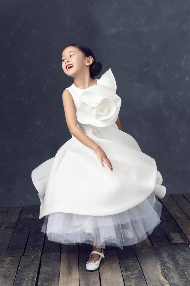 """Hà Kiều Anh kỉ niệm 14 năm ngày cưới sau ồn ào công chúa triều Nguyễn, visual cả nhà """"đỉnh chóp"""" nhưng có 1 điều gây tiếc nuối! - ảnh 9"""