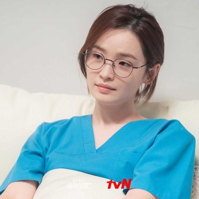 Hospital Playlist 2 tiếp tục chạm đỉnh rating trước khi hoãn chiếu đến tận tháng 8 - Ảnh 2.