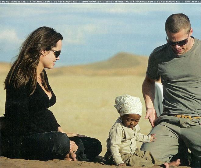 Bóc trần bí mật của Brad Pitt - Angelina Jolie: Dàn xếp paparazzi giả vờ chụp lén để tẩy trắng sau khi cắm sừng vợ cũ Jennifer - ảnh 2