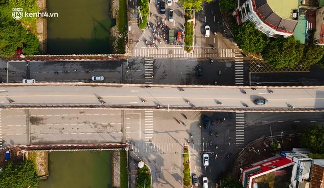 Ảnh: Toàn cảnh Hà Nội nhìn từ trên cao trong ngày giãn cách xã hội theo Chỉ thị 16 - ảnh 1