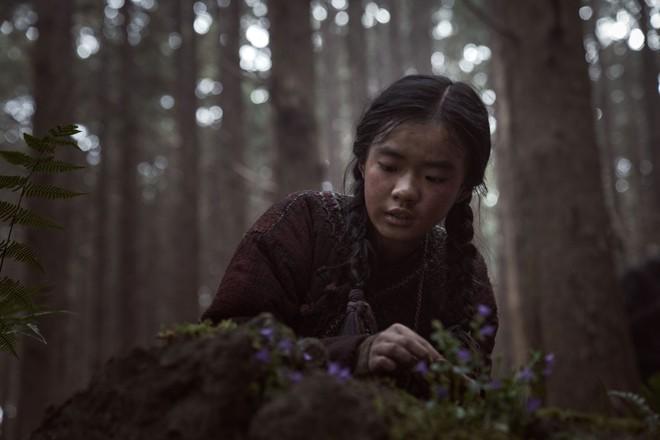 5 tình tiết gỡ gạc cho Kingdom ngoại truyện: Nguồn gốc zombie được hé lộ, Jeon Ji Hyun báo thù đẫm máu - Ảnh 1.