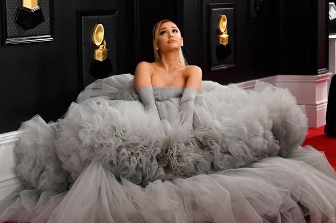 Ariana Grande và những outfit công chúa đỉnh của chóp, có set nhẩm tính sơ qua đã lên đến 243 tỷ đồng - ảnh 12