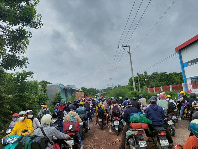 Diễn biến dịch ngày 24/7: Hà Nội tiếp tục thêm 10 ca dương tính SARS-CoV-2 ; Đóng nhiều cửa ngõ ra vào Thủ đô, nhiều tài xế phải quay đầu - Ảnh 1.