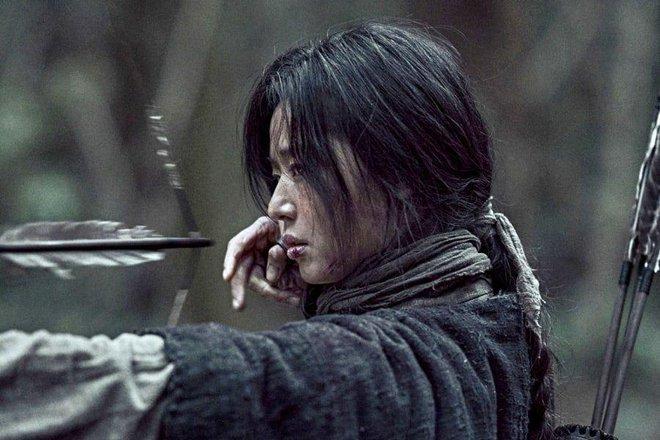 Profile cô bé át vía Jeon Ji Hyun ở Kingdom: 13 tuổi toàn đóng vai chính, nhan sắc không đùa được đâu - Ảnh 1.