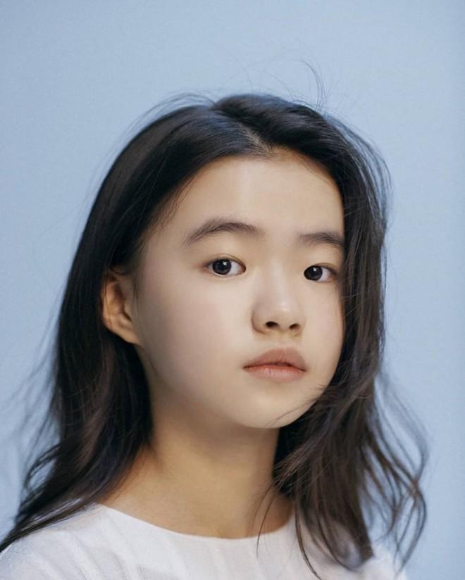Profile cô bé át vía Jeon Ji Hyun ở Kingdom: 13 tuổi toàn đóng vai chính, nhan sắc không đùa được đâu - Ảnh 8.