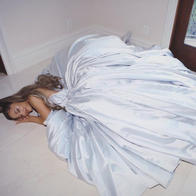 Ariana Grande và những outfit công chúa đỉnh của chóp, có set nhẩm tính sơ qua đã lên đến 243 tỷ đồng - ảnh 6