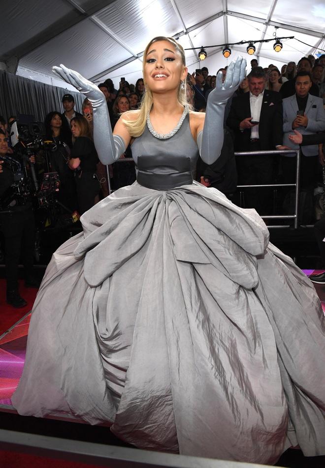 Ariana Grande và những outfit công chúa đỉnh của chóp, có set nhẩm tính sơ qua đã lên đến 243 tỷ đồng - ảnh 14