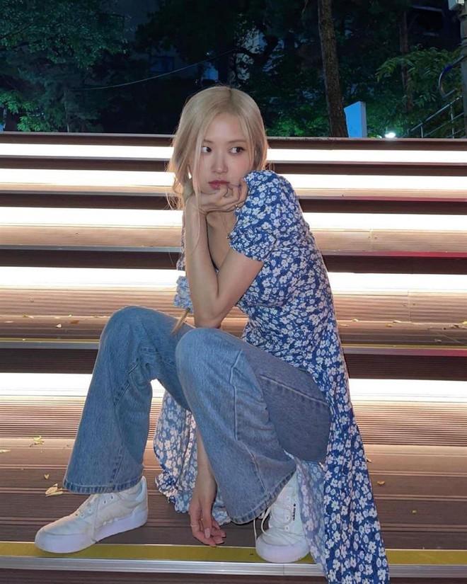 Rosé (BLACKPINK) khiến netizen ngã ngửa chỉ vì một chiếc máy ảnh - ảnh 1