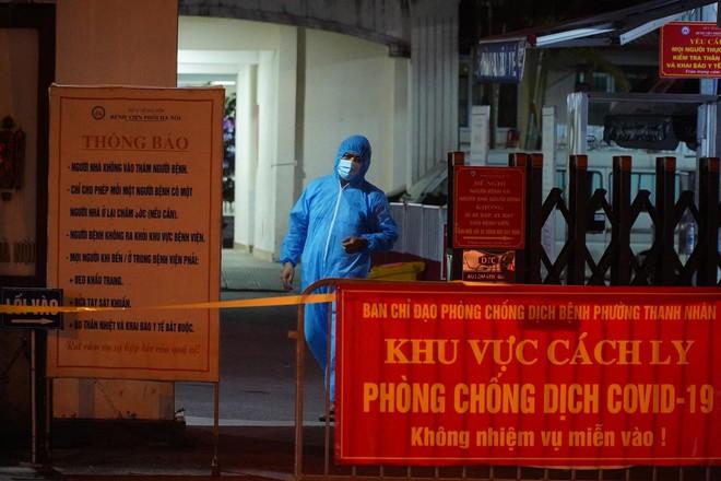 NÓNG: Phát hiện 9 ca dương tính SARS-CoV-2, Bệnh viện Phổi Hà Nội tạm dừng tiếp nhận bệnh nhân - ảnh 1