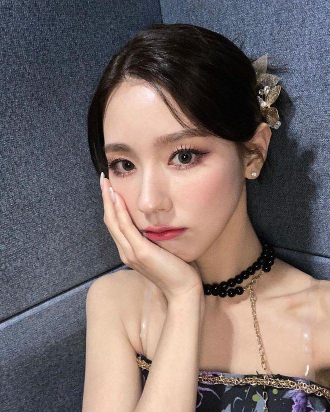 Từ câu chuyện của Miyeon ((G)I-DLE), ta sẽ rút ra bài học: Chưa cần thẩm mỹ, đổi style makeup là đã lột xác rồi - ảnh 9