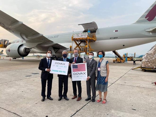 Hơn 1,5 triệu liều vắc xin Moderna đã về đến Sân bay Nội Bài - ảnh 1