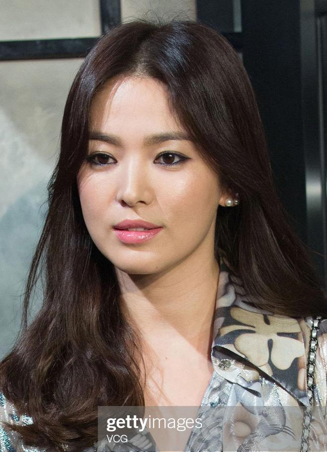 Song Hye Kyo rất hay quảng cáo mỹ phẩm, ok vậy soi cận da nàng xem thử coi - ảnh 4