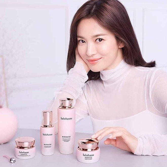 Song Hye Kyo rất hay quảng cáo mỹ phẩm, ok vậy soi cận da nàng xem thử coi - ảnh 2