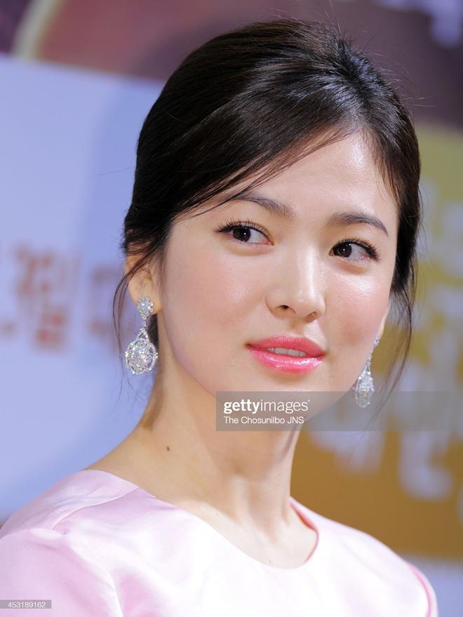 Song Hye Kyo rất hay quảng cáo mỹ phẩm, ok vậy soi cận da nàng xem thử coi - ảnh 10
