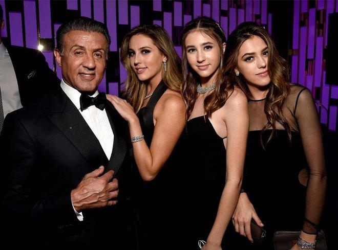Không phải Kardashian, nhà tài tử Rambo mới là gia đình cực phẩm: Cả 3 ái nữ đều đẹp như Hoa hậu, mã gene báu vật là đây! - ảnh 6